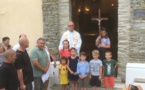 devant la porte de la chapelle - photo jpg@